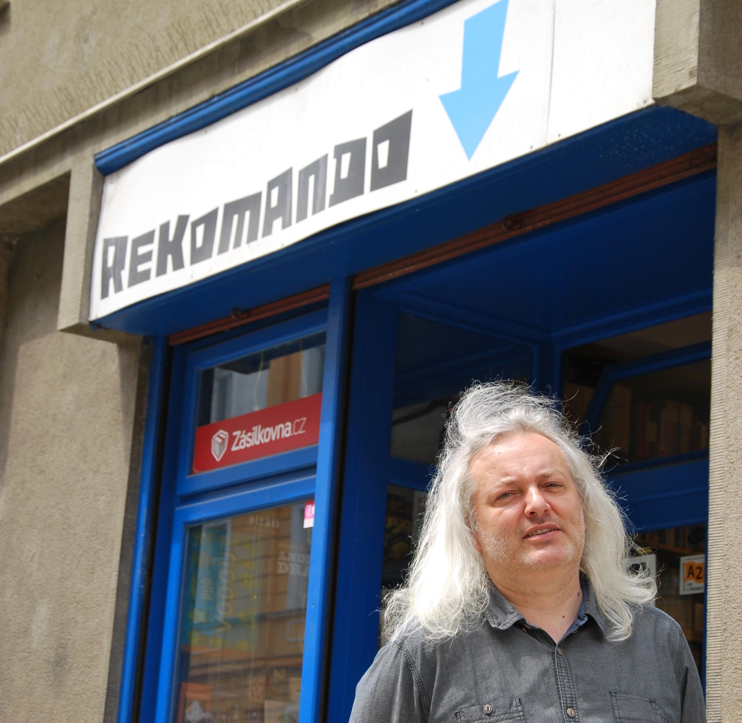 Josef-Jindrák-Rekomando-photo-credit-Karolina-Wencelová-Nevinný-obchod